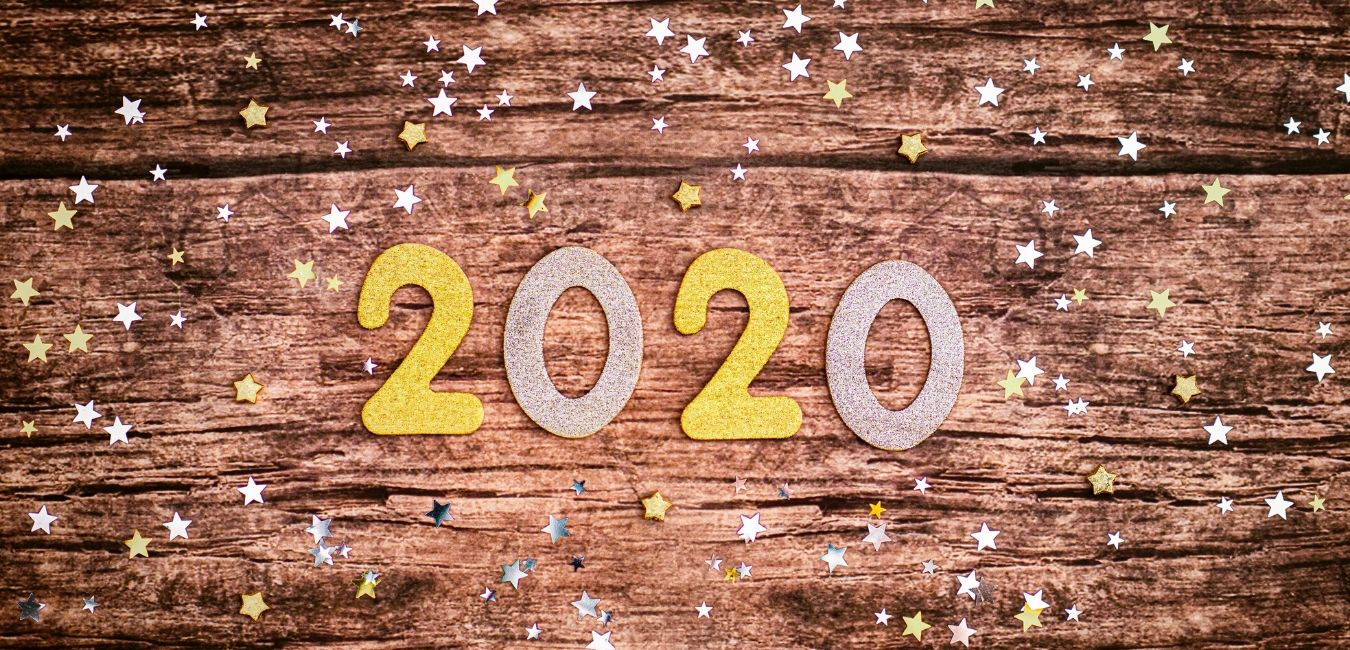 2020 on a brown background with stars